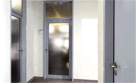 Купить Внутренние двери из алюминия, стали, дерева