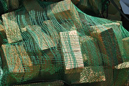 Купить Топливные брикеты в сетках .Отопительный материал