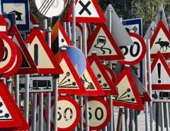 Монтаж дорожных знаков